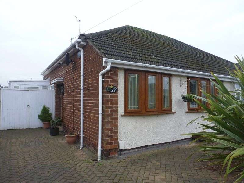 2 Bedrooms Semi Detached Bungalow for sale in Halifax Crescent, Thornton
