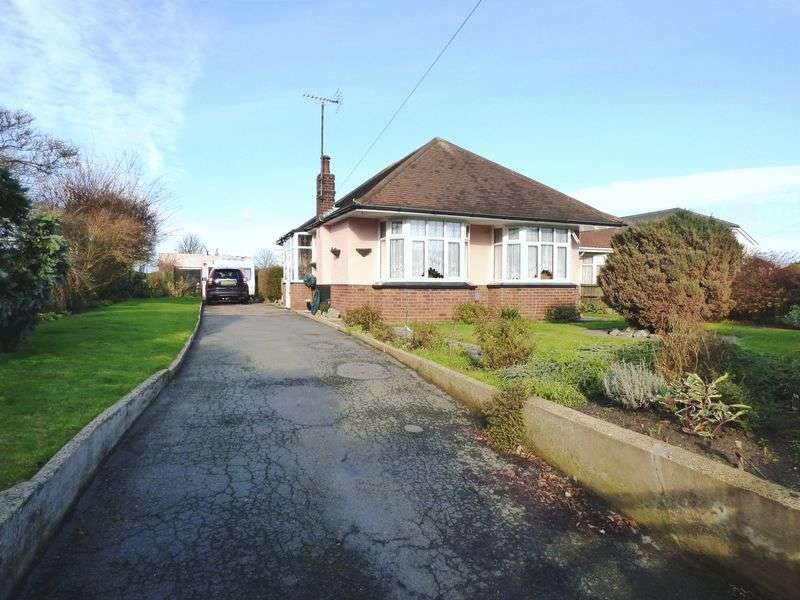 2 Bedrooms Detached Bungalow for sale in Beccles Road, Gorleston