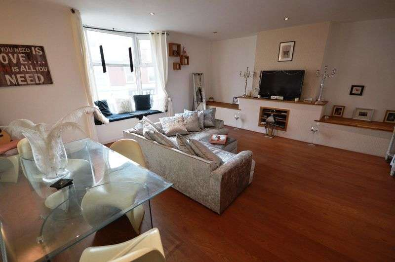 2 Bedrooms House for sale in Banks Road, West Kirby