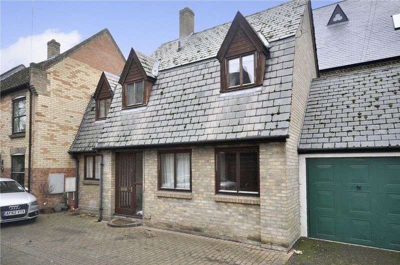 3 Bedrooms Terraced House for sale in Castle Hill Court, Huntingdon
