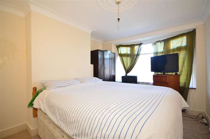3 Bedrooms Semi Detached House for sale in Forest Road, Upper Leytonstone