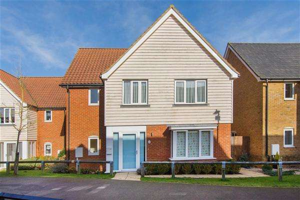 4 Bedrooms Detached House for sale in Kestrel Walk, Hawkinge