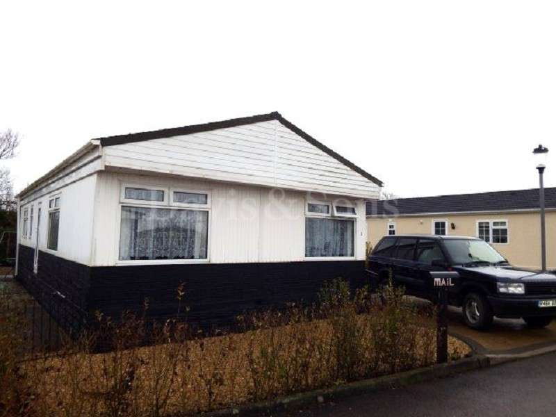 3 Bedrooms Mobile Home for sale in Lighthouse Park, St Brides , Newport. NP10 8SL