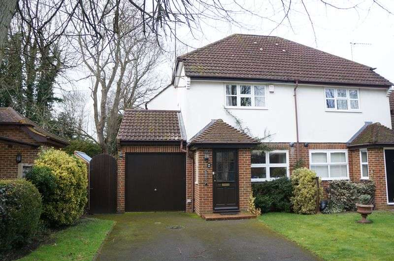3 Bedrooms Semi Detached House for sale in East Horsley