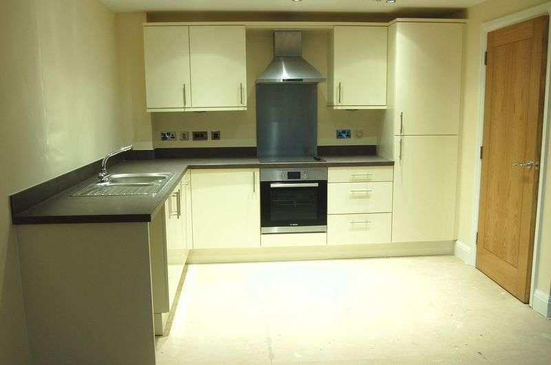 2 Bedrooms Flat for sale in Llangattock Court, Monmouth