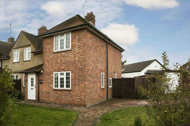 3 Bedrooms Semi Detached House for sale in Shinfield Road Reading RG2 7DT
