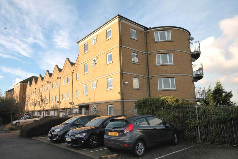 2 Bedrooms Apartment Flat for sale in Wharfside Close, Erith