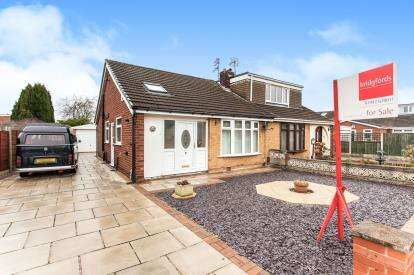 3 Bedrooms Bungalow for sale in Milnes Avenue, Landside, Leigh, Greater Manchester