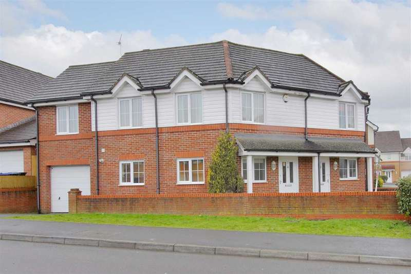 3 Bedrooms Semi Detached House for sale in Kimber Close, Tidworth