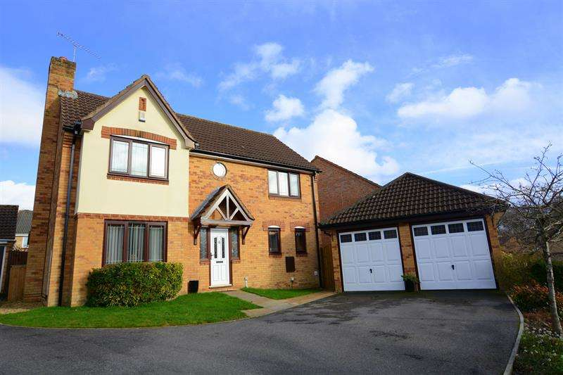4 Bedrooms Detached House for sale in Thorne Close, Verwood