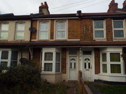 2 Bedrooms Terraced House for sale in Ilford
