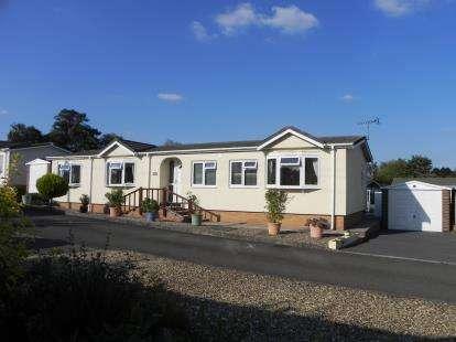 2 Bedrooms Bungalow for sale in Lodge Park, Langham, Oakham, Rutland