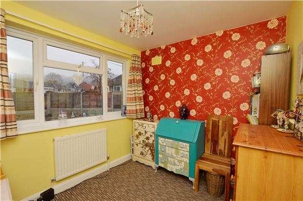 2 Bedrooms Semi Detached Bungalow for sale in Noverton Avenue, Prestbury, CHELTENHAM, GL52 5DB