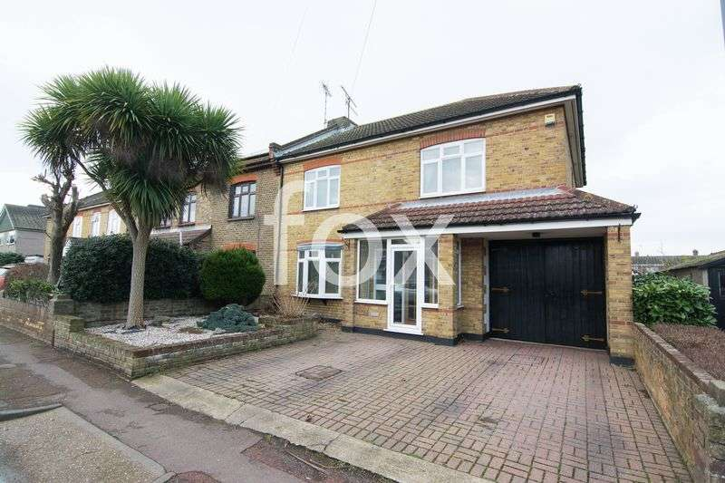 4 Bedrooms Semi Detached House for sale in Wakering Road, Southend-On-Sea