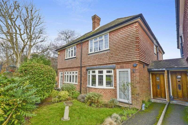 2 Bedrooms Semi Detached House for sale in Winkworth Place, Banstead