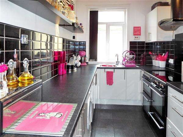 2 Bedrooms Terraced House for sale in Heron Street, Oldham