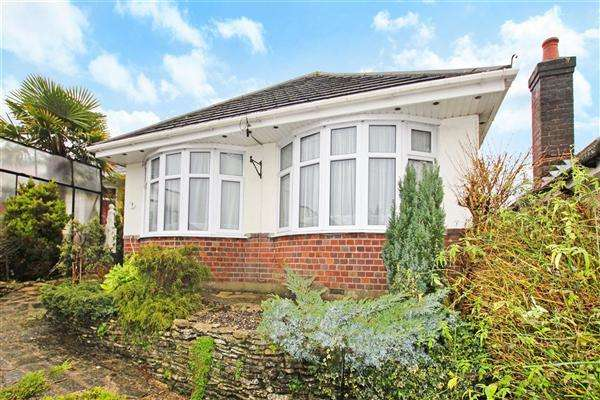 4 Bedrooms Bungalow for sale in Alder Road, Poole