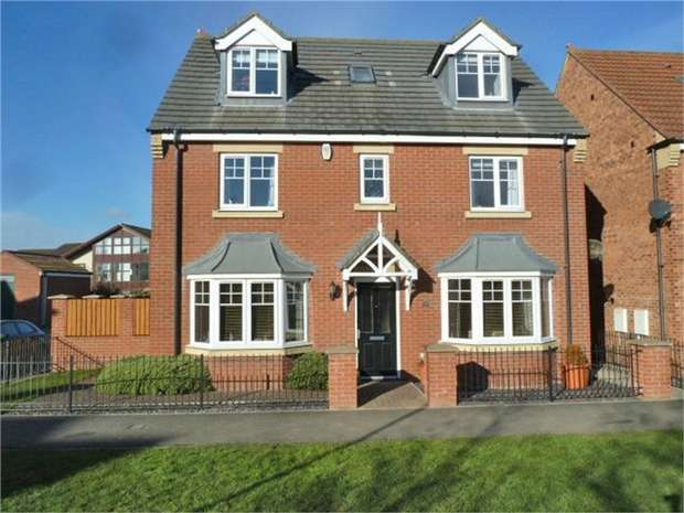 5 Bedrooms Detached House for sale in Strathmore Gardens, South Shields, Tyne and Wear