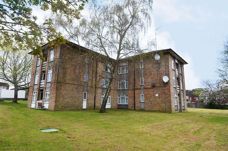 2 Bedrooms Flat for sale in St Birinus, Flackwell Heath, HP10