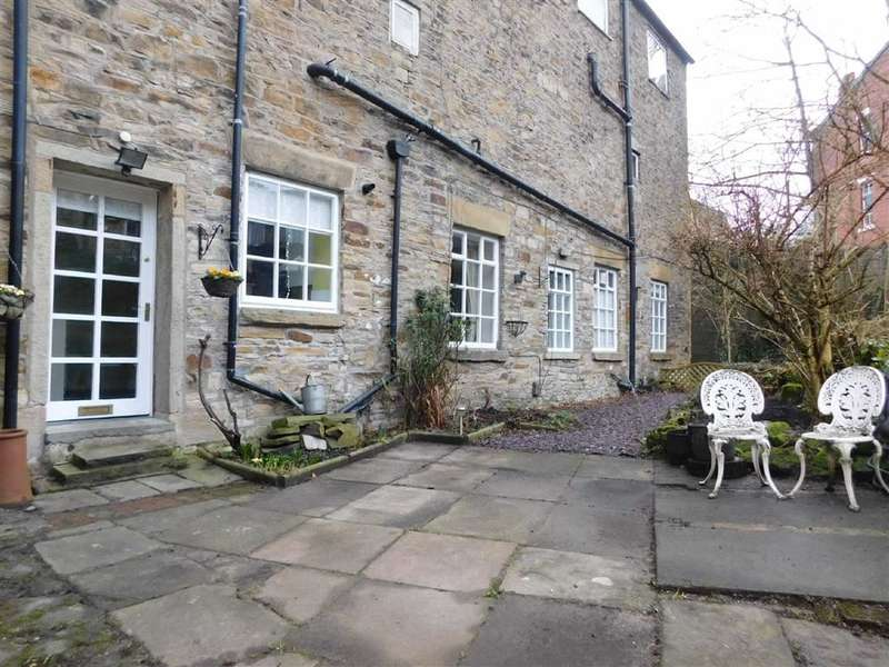 2 Bedrooms Flat for sale in Town Street, Marple Bridge, Stockport