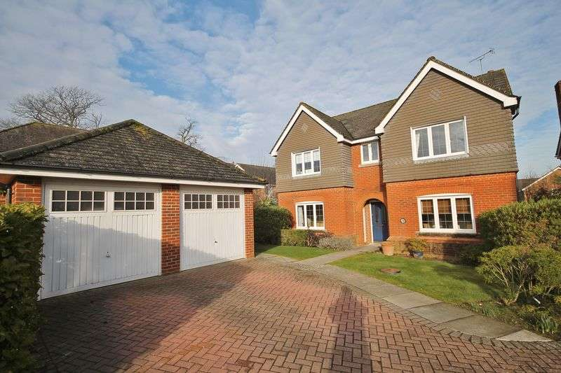 4 Bedrooms Detached House for sale in Dean Way, Storrington
