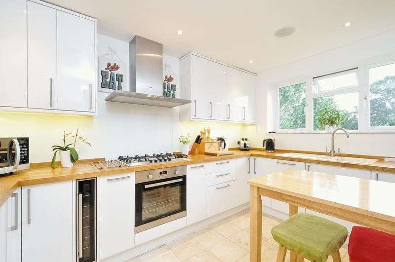 2 Bedrooms Flat for sale in Old Ruislip Road, Northolt