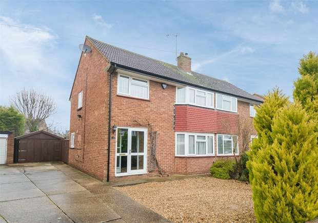 3 Bedrooms Semi Detached House for sale in Whitehouse Way, Iver Heath, Buckinghamshire