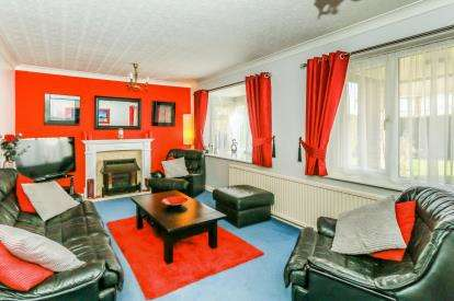 4 Bedrooms Detached House for sale in Wymington Road, Rushden, Northamptonshire, England