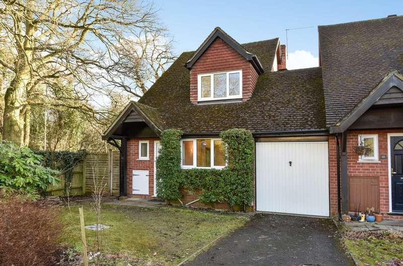 3 Bedrooms Detached House for sale in Church Crookham