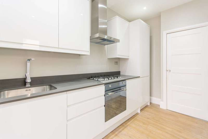 2 Bedrooms Flat for sale in Long Lane, Finchley, N3