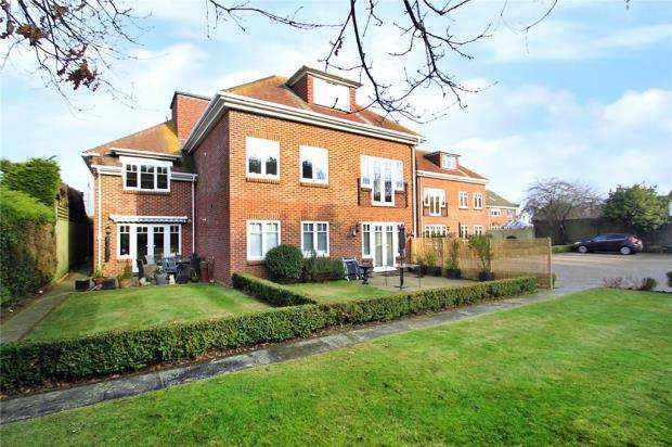2 Bedrooms Apartment Flat for sale in Willowhayne Court, 18 Worthing Road, East Preston, West Sussex, BN16