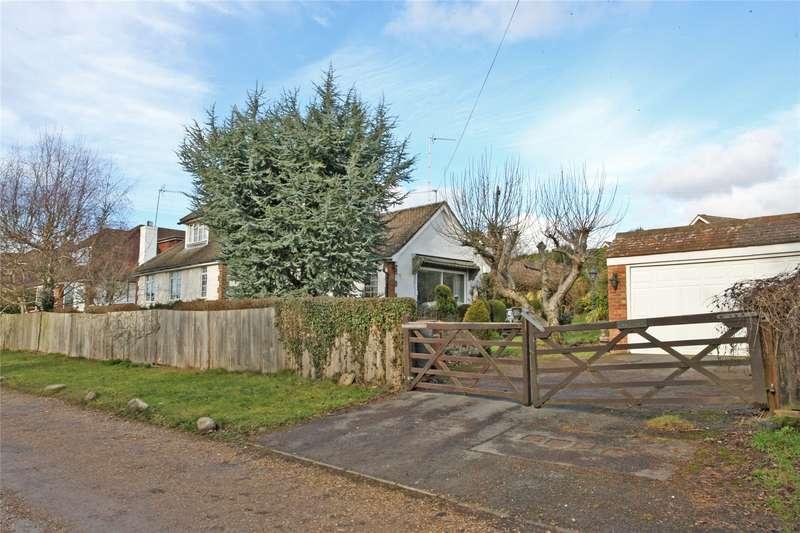 2 Bedrooms Detached Bungalow for sale in Larkfield Road, Farnham, Surrey, GU9