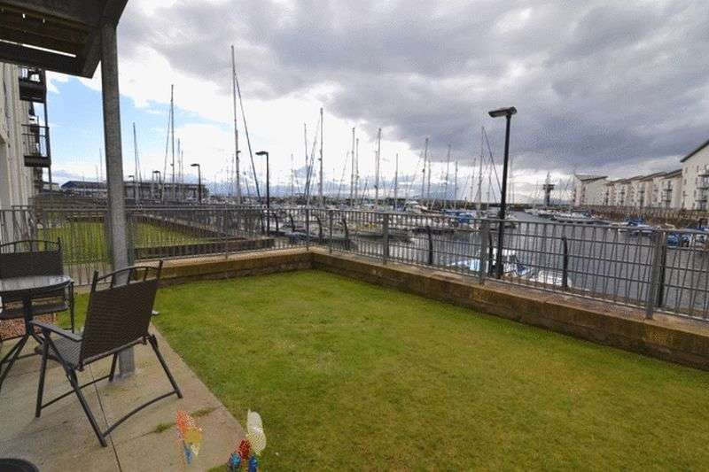2 Bedrooms Flat for sale in Mariners View, Ardrossan