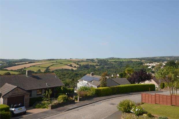 5 Bedrooms Semi Detached House for sale in Gwealhellis Warren, Helston, Cornwall