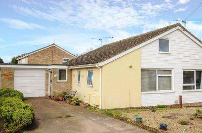 2 Bedrooms Bungalow for sale in Elmswell, Bury St. Edmunds, Suffolk