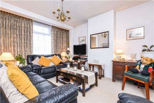 3 Bedrooms Terraced House for sale in Fieldend Road, LONDON, SW16