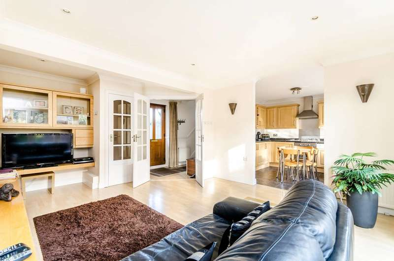 2 Bedrooms Terraced House for sale in The Highway, Wapping, E1W