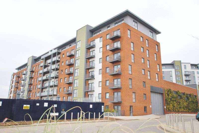 2 Bedrooms Flat for sale in John Thornycroft Road, Woolston