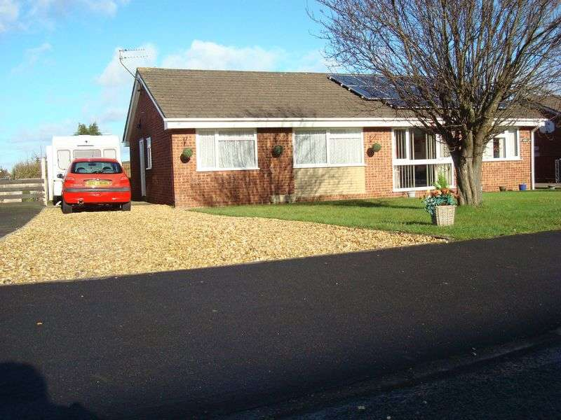 2 Bedrooms Semi Detached Bungalow for sale in Meadow Rise, Oswestry, Shropshire, SY11
