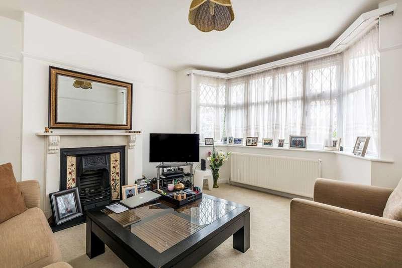 3 Bedrooms Semi Detached House for sale in Whitton Road, Twickenham, TW2