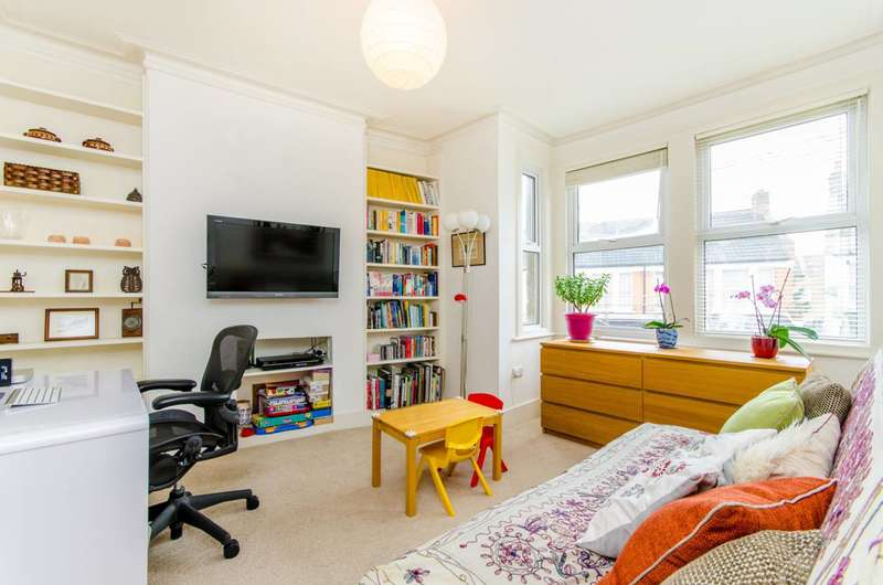 2 Bedrooms Flat for sale in Abbotsford Avenue, Harringay, N15
