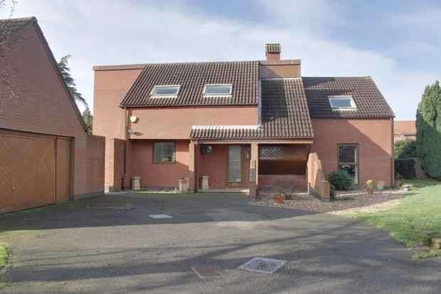 4 Bedrooms Detached House for sale in Blenhiem Gardens, Nottingham, Nottinghamshire, NG13 8NX