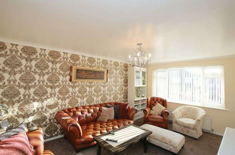 3 Bedrooms Detached House for sale in Bunkers Lane, Batley