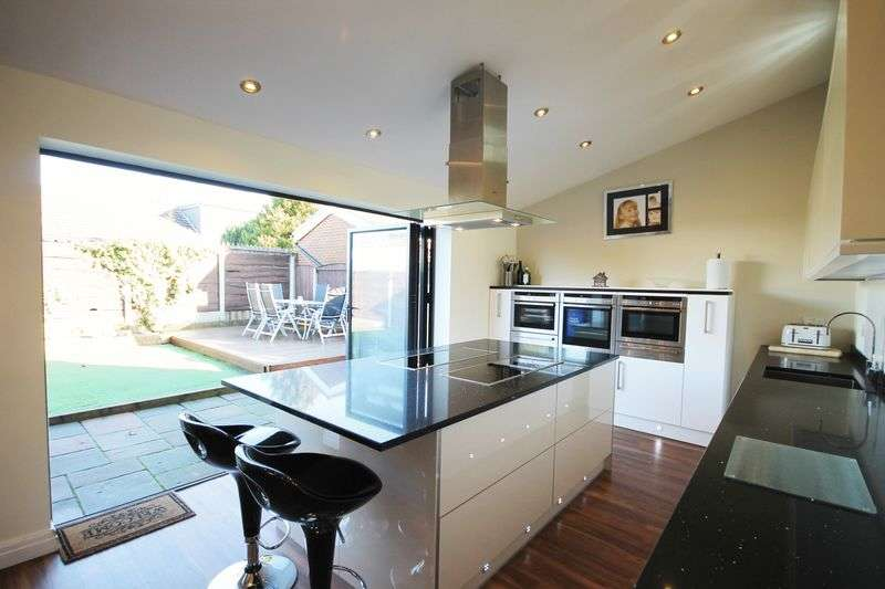4 Bedrooms Detached House for sale in Carr Brook Drive, Atherton, Manchester, Greater Manchester.