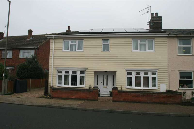 3 Bedrooms Semi Detached House for sale in Bromley Road, Colchester