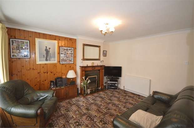2 Bedrooms Semi Detached Bungalow for sale in Nettleton Road, Dalton, HUDDERSFIELD, West Yorkshire
