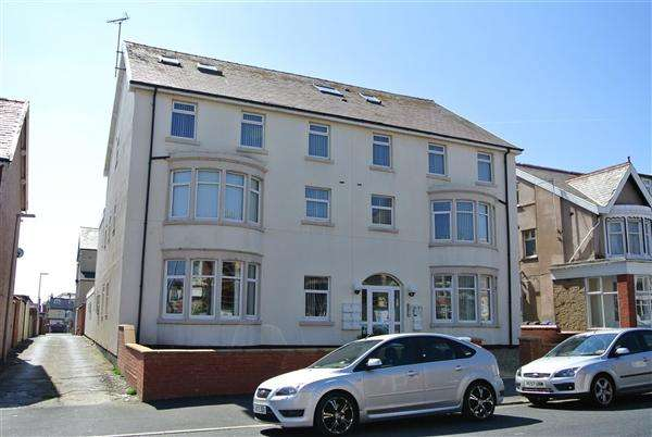 2 Bedrooms Apartment Flat for sale in Northumberland Avenue, Blackpool