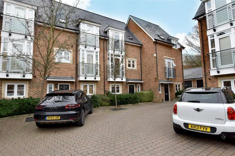 4 Bedrooms House for sale in Caberfeigh Close, Redhill