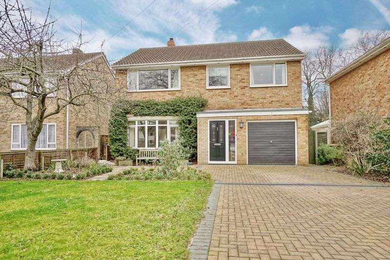 4 Bedrooms Detached House for sale in Chestnut Grove, St. Neots