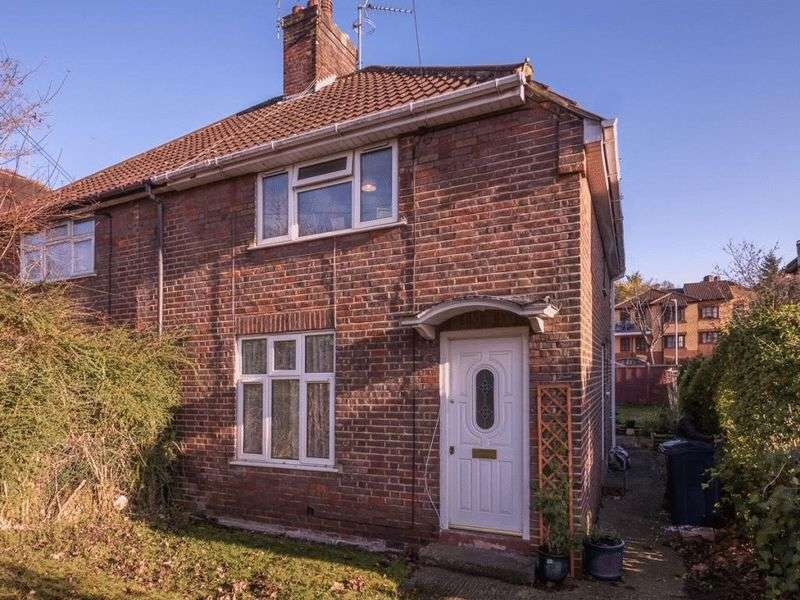3 Bedrooms Semi Detached House for sale in Bowerdean Road, High Wycombe